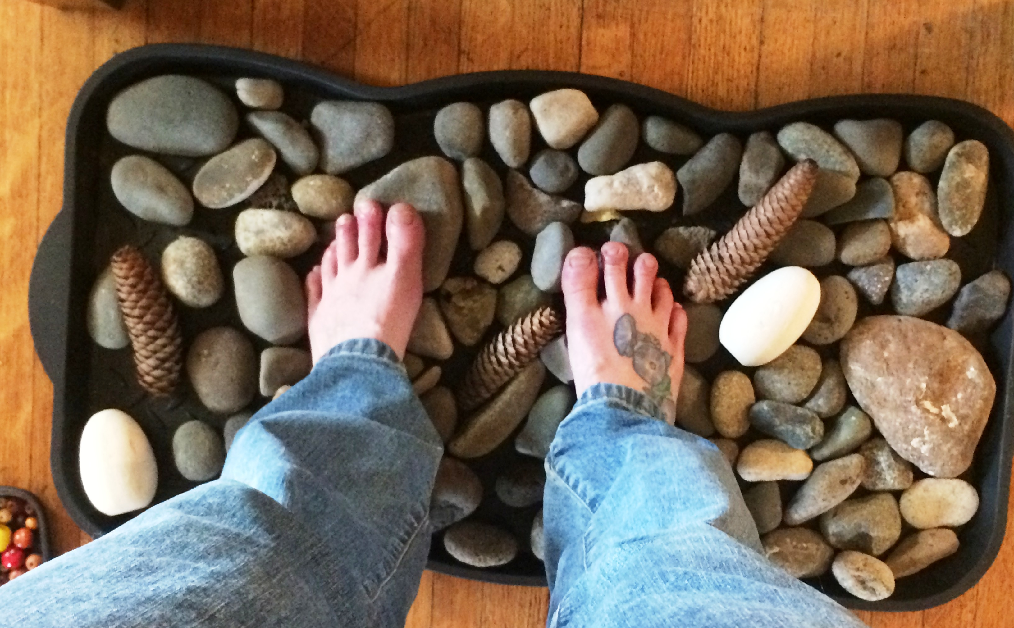 Natural and ladymade work surfaces for your feet michele for Smooth stones for landscaping