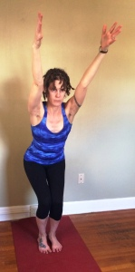 Utkatasana internal rotation of hips